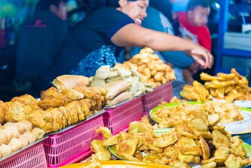 Stall serving pisang goreng (fried bananas)